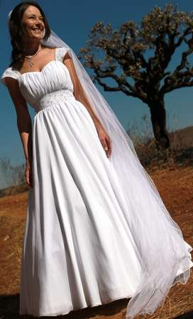 Pre loved wedding dress for sale Size 8