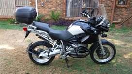 Are You Geared Up With No Wheels?! This BMW R1200gs Is For You!