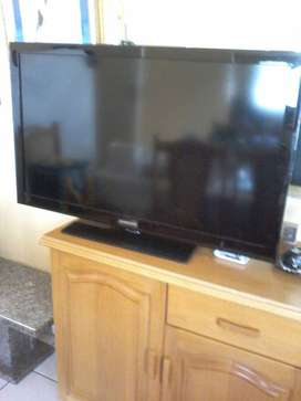 40 inch SUMSUNG SlIM TV.  No scratches or Chips no marks