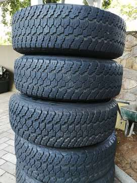 Jeep Mags an tyres for salr