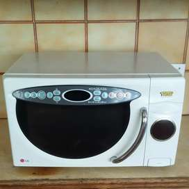 LG MICROWAVE with TOAST