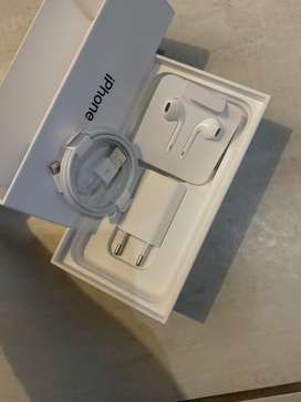 iPhone 5W Charger, cable and air buds