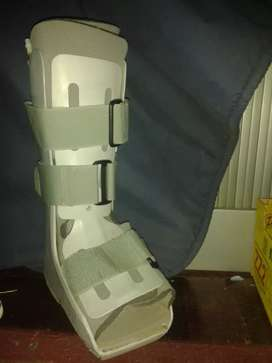 Medical shoe Moonboot, size Small. Good condition.