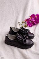 Туфли с ушками зайчика и бантом на девочку.