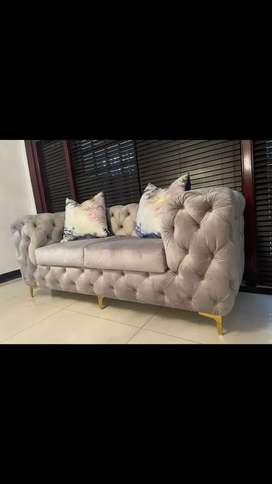 Single or extended single seater couch with buttoning detailb
