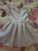 Детское нарядное фирменное платье серое, блестящая полоска.