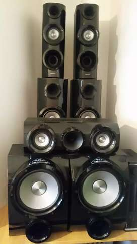 Samsung 5.2 channel 3 D home theatre ( speakers only)