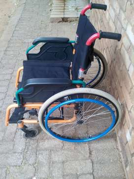 Medical wheel chair,second hand,2both feet rest are missing