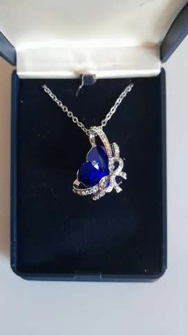 Heart of the ocean bowtie pendant + chain for sale