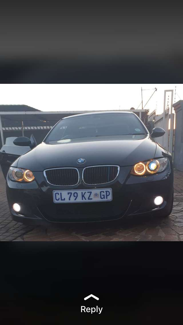 I am selling a BMW 325i in a really good condition no SERVICE HISTORY 0