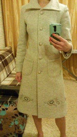 Стильное женское шерстяное пальто