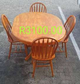 Dinning Room Table and 4 Chairs for Sale in Port Edward