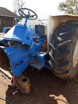 Ford 5000 tractor/only engine missing