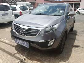 2012 Kia sportage 2.0 TDi AWD with a sunroof