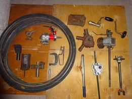 stare narzędzia i części kosiarek : przekładnie, silnik, opony, itp.