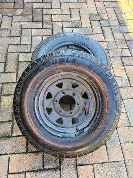 2 x 14inch 6hole trailer rims with 195 tyres