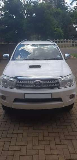 2011 Fortuner 3.0 D4D 4x4 in excellent condition.