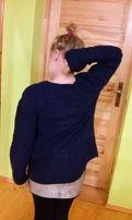 granatowy sweter robiony na drutach rękodzieło ryżowy wzór M 36 38 L S