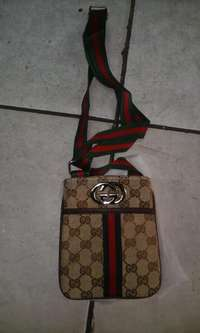 Image of UrgentSale!Gucci SlingBag R300 Negotiable