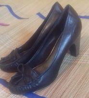 Кожаные Туфли женские осенние на устойчивом каблуке