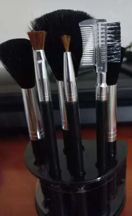 Makeup Brush Set with a Stand