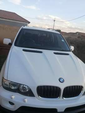 I am selling my 2005 BMW X 5 d 3.o white in color