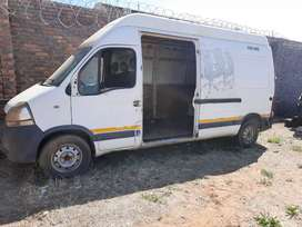 Nissan intestar 120Dci stripping for spares and body accessories.