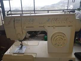 Sewing machine for sale singer melody 60