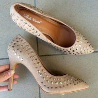 новые бежевые туфли 39 размер