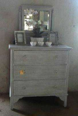 Victorian newly techniqued chest of drawers