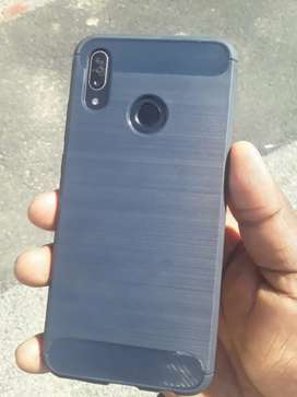 Selling my Huawei p smart phone 2019 in very good condition.