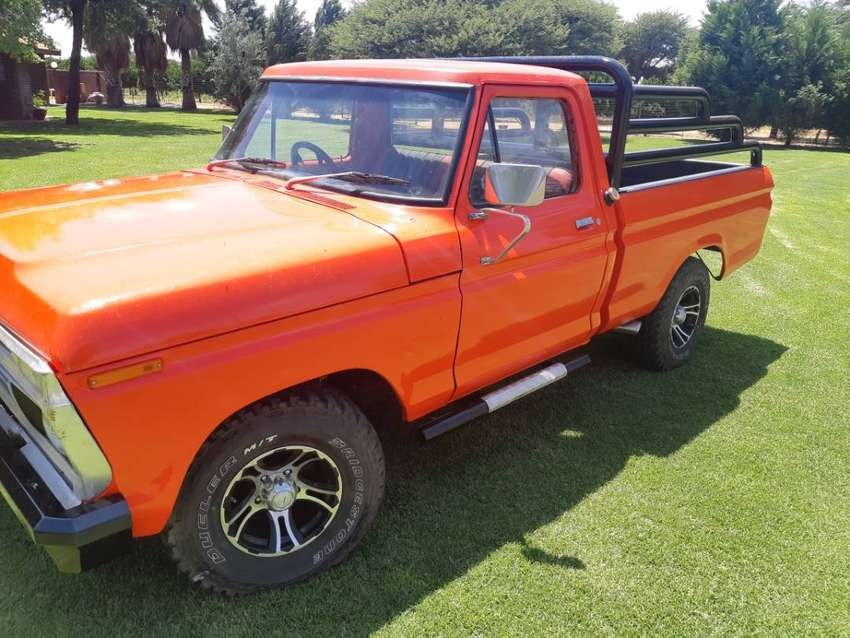 Ford F100 0