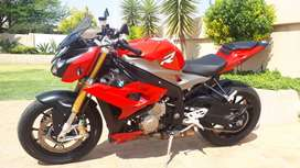 BMW S1000R 2016 Racing Red