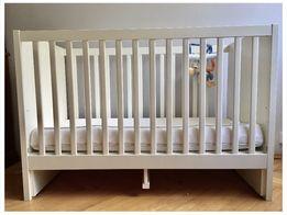 Łóżeczko IKEA + materac VYSSA + ochraniacz do łóżeczka