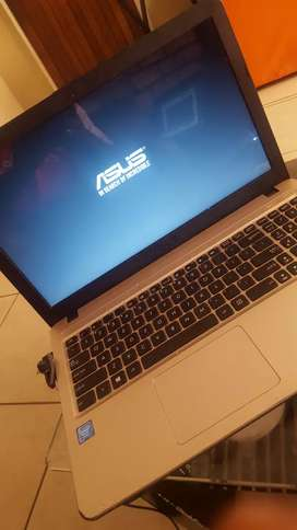 ASUS  Intel    2gb ram /HDD320gb