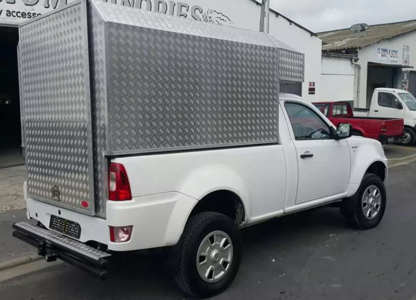 WANTED! Courier BAKKIES or CARS! 0