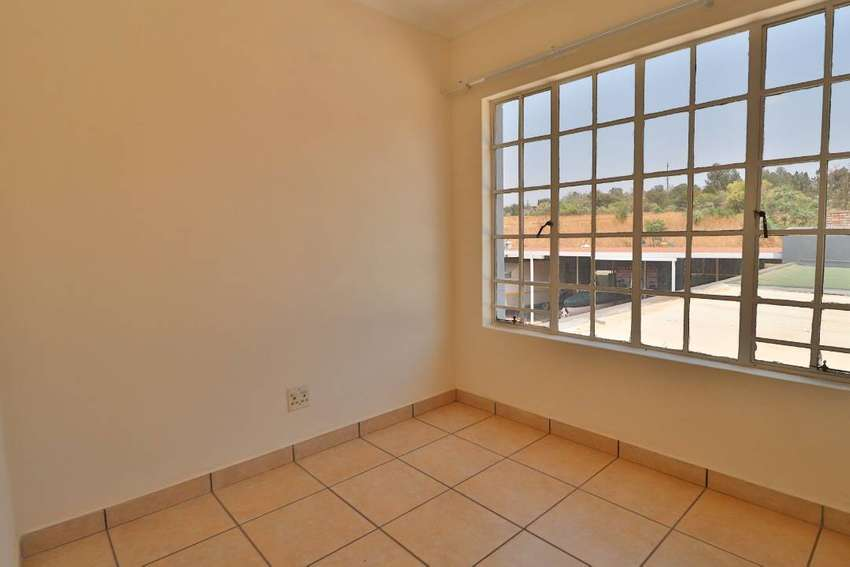 Three bedroom flat to rent in Private Estate 0
