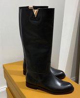 Новые кожаные черные сапоги