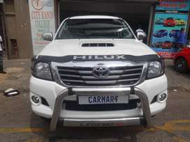 TOYOTA HILUX 2.0 MANUAL 2015 MODEL