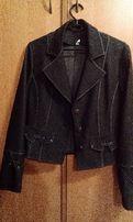 Женский темный пиджак