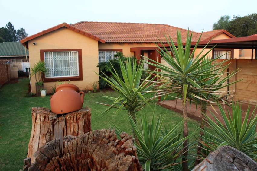 2 Bedroom 1 Bathroom Simplex with garden For Sale in Springs New State