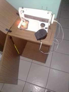 Empisal sewing machine very nice condition with accessories R1000 and