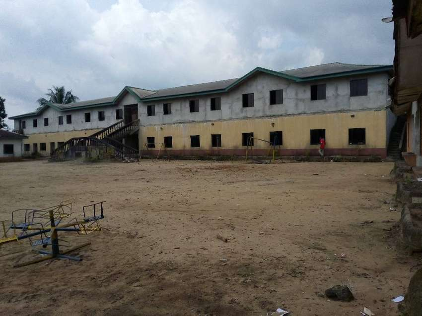 A secondary school with boarding on a 11 plots of land. 0