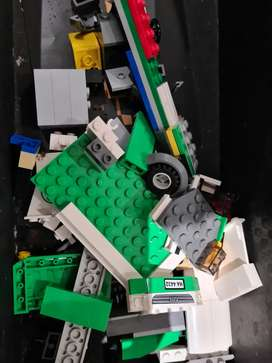 Box of about 150 large lego pieces