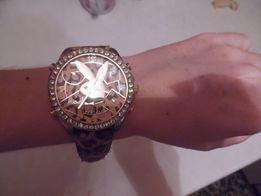 Часы женские на руку под золото, Плейбой. 200 руб