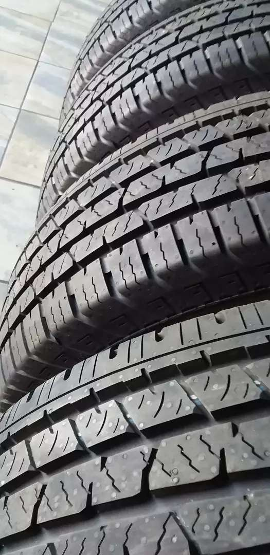 New Rims with tyres  Continental also new  for ford bakkie 4x4 0