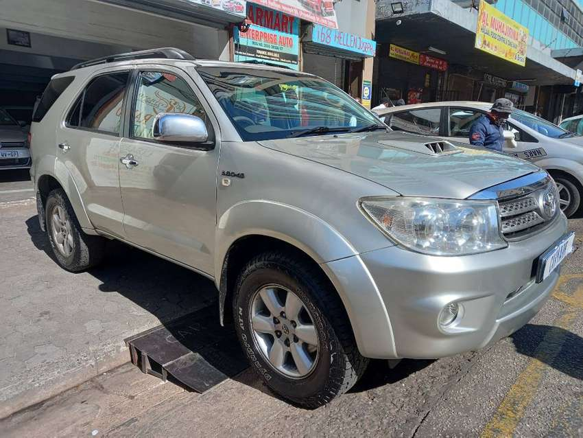 2011 TOYOTA FORTUNER 3.0D4D WITH 93000KM
