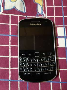 Blackberry bold corpse..FOR SPARES OR REPAIRS ONLY..
