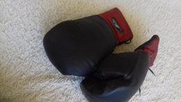 Боксерські рукавиці.