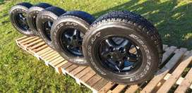 Land rover defender 16 inch alloy rims+tires x5